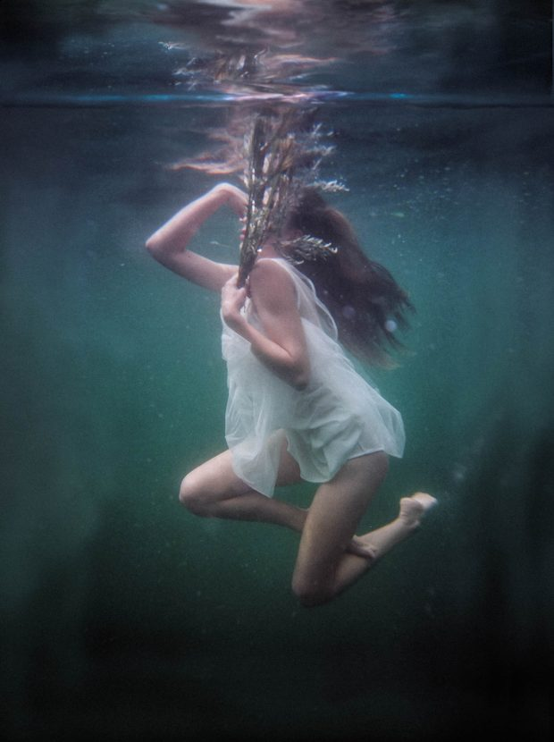 underwater, suicide bride, fashion shoot, bride, underwater photoshoot