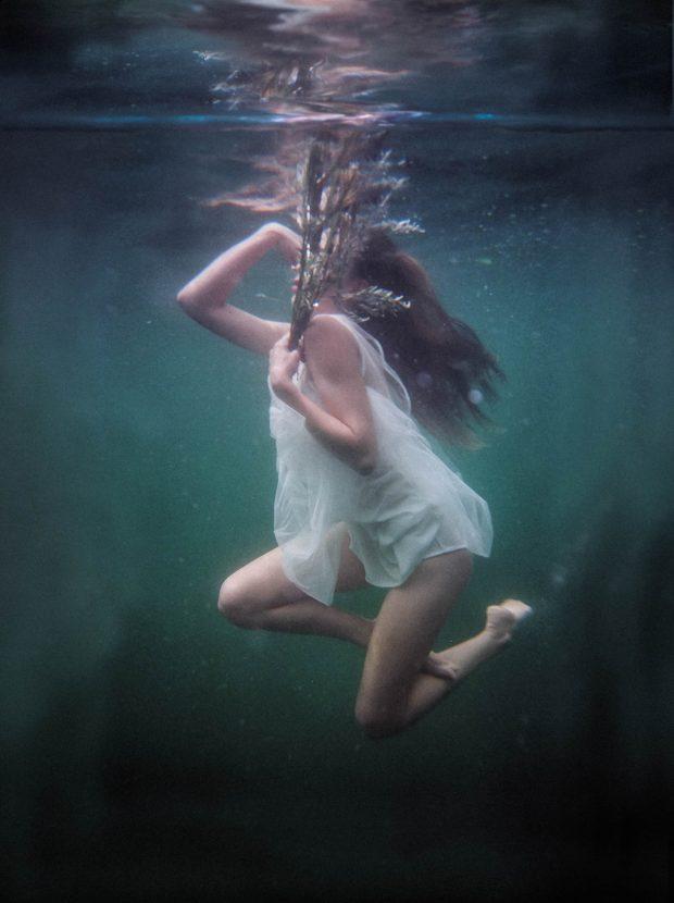 underwater, suicide bride, fashion shoot, bride, underwater photoshoot