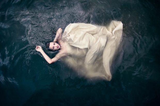 underwater, suicide bride, fashion shoot, bride