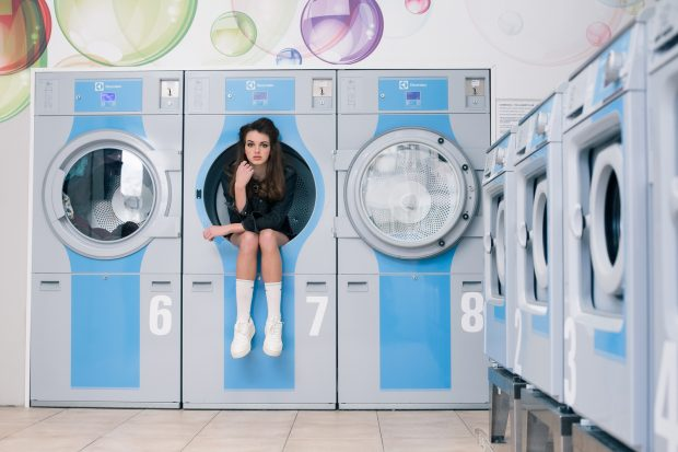 girl, laundry, washing machine, bubbles, fashion holography, on-location photography, model photography, Amsterdam photographer