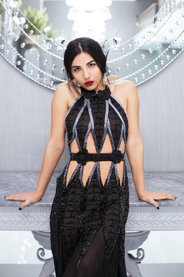 Duygu Senyurek, fashion blogger, fashion blogger photoshoot, fashion blog, black dress, cut out, red lips, beautiful, fashion shoot, fashion photographer Amsterdam, turkish blogger, fashion image