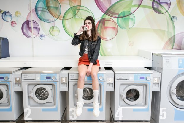 waiting, washing machine, girl, sitting, drinking, cool, bad girl, fashion photography, fashion photographer Amsterdam