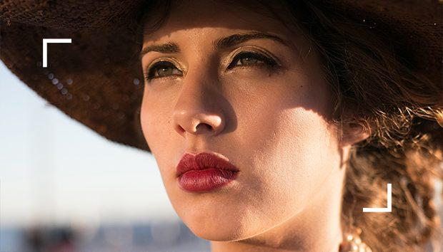portrait, portrait photographer, woman, makeup, red lips, beauty, beautiful, natural light, photography workshop Amsterdam