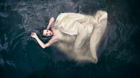 Suicide Bride: Underwater Photo Shoot & Video